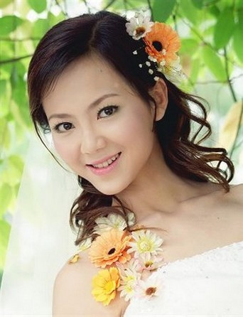 Asian bride hairstyle sidepart with flowers.jpg photo