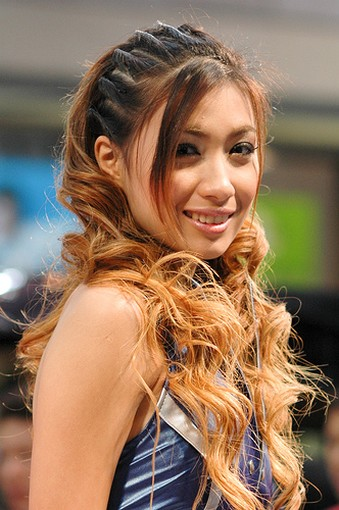 Asian women hairstyle picture with very long hair