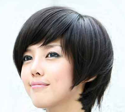 Very short chic Asian women hairstyle with long side bangs
