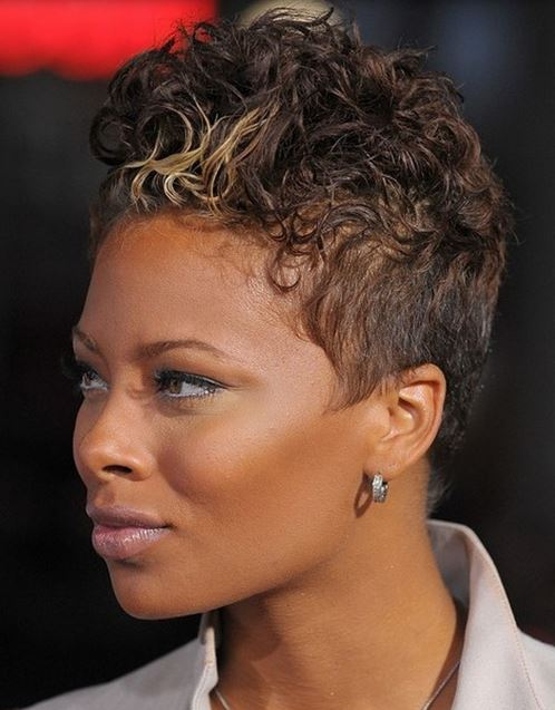 wavy short black women hairdye style with highlights