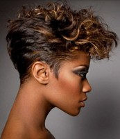 modern black women hair with curls and highlights