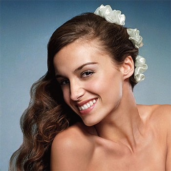 Bride long hairstyle with flowers.jpg picture