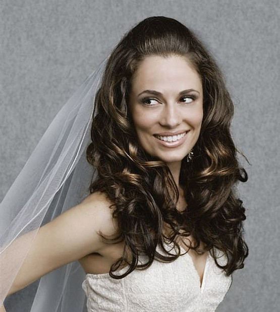 Classic bride hairstyle with big curls.jpg photo