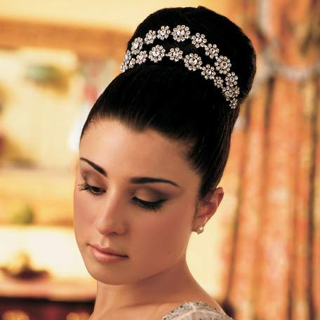 Bride Updo Hairstyle On Roll With Headpieces Black Indian Wedding Hairstyle