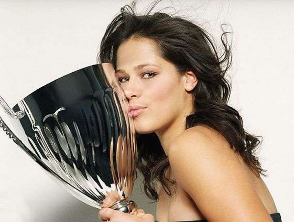 Ana Ivanovic With Curly Long Hair Kissing Her Trophy