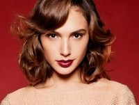 Gal Gadot Varsano with medium short hairstyle with curls and waves