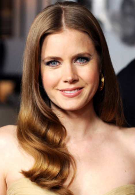 Good Looking Actress Amy Adams With Wavy Hairstyle With