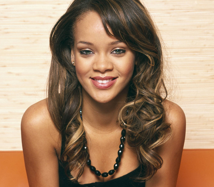 Hot Female Singer Photo Of Rihanna In Her Long Curly