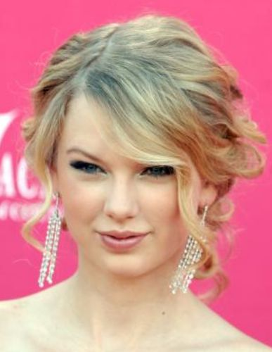 Image of Taylor Swift with curls updo hairstyle with side