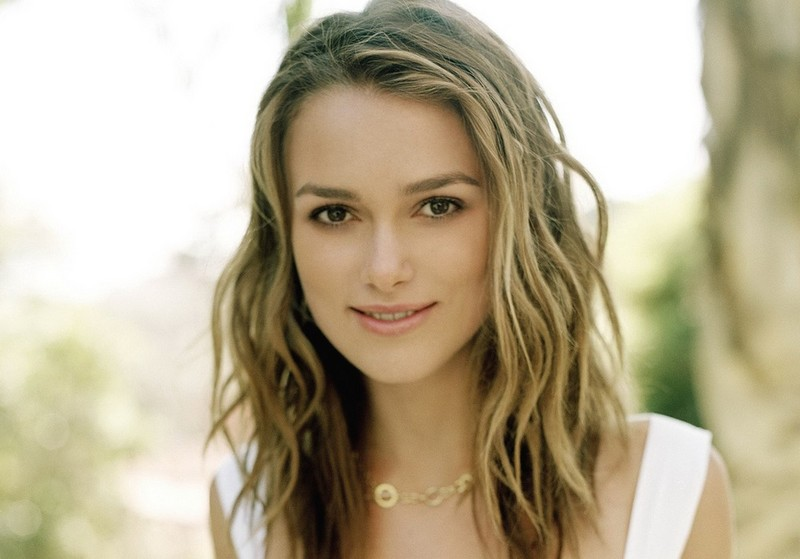 haircuts for wavy hair with bangs. Keira Knightley with long layered hairstyle with wavy bangs.jpg picture
