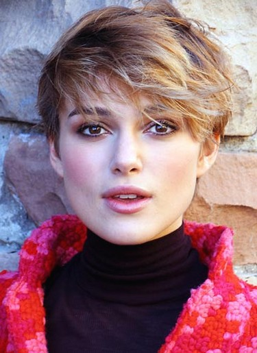 Keira Knightley with short hairstyle with layered and wavy