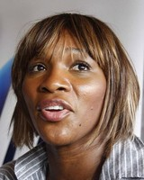 Serena Williams new picture with her short straight hairstyle with long bang and highlights