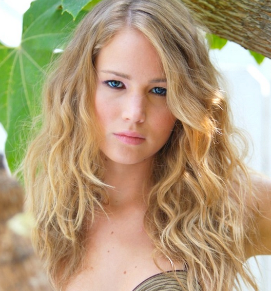 Sexy Hot Actress With Blonde Hairstyle In Curly Waves And Long Side  Bangs.PNG
