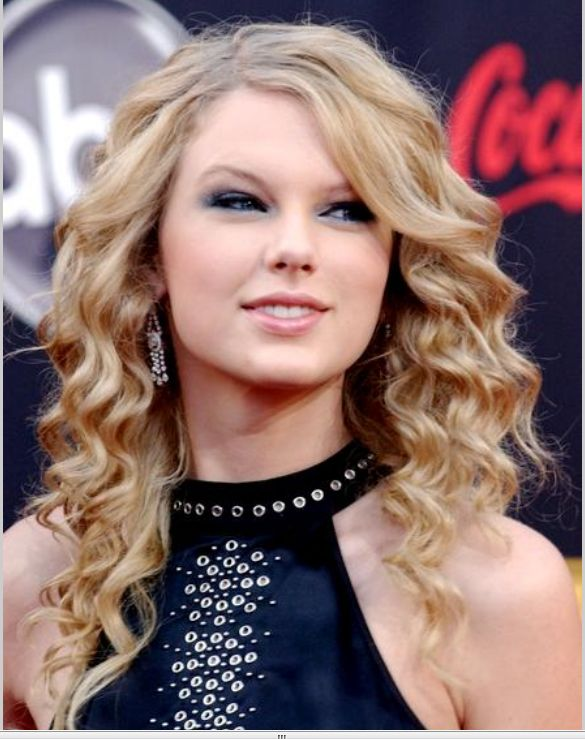 taylor swift curly hair natural. taylor swift with curly hair.
