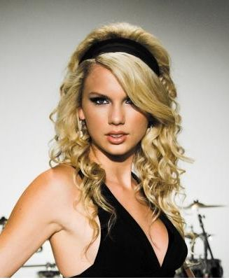 Taylor Swifts new album_she looks so cute with that headband.