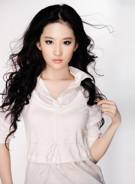 image: pretty_Liu_YiFei_with_long_curly_hairstyle
