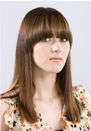 2011 long hairstyle with long bangs.PNG