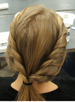 Classic vintage light twist woman hairstyle in blonde.PNG