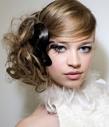 pictures of prom hairdo with hair tighted up on the side