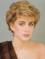 very short wavy hairstyle with light curls_princess Diana hairstyle