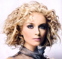 Mediun hair style with modern wavy curls, blonde