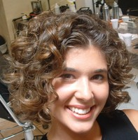 short curly hairstyles women.jpg