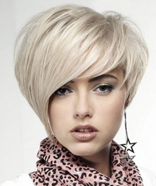 Short Women Hairstyle With Swept Bangs In Long Length Png