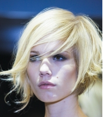 Women wavy bob hairstyle picture.PNG