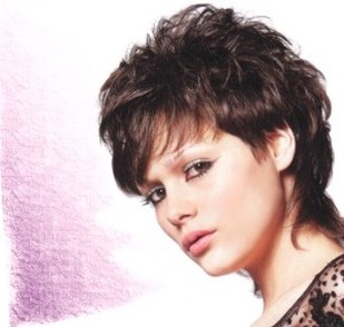 women wavy short haircut with layered bangs.jpg picture